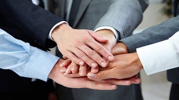 موضوع تعبير عن الصداقة وفوائدها بالعناصر