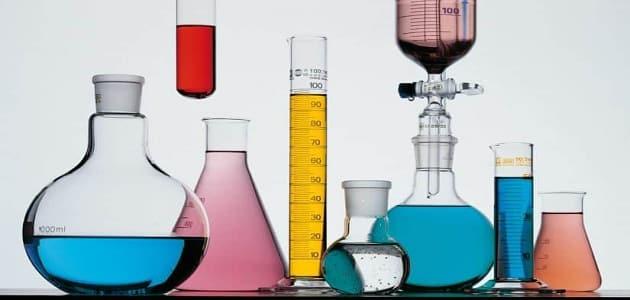 اسهامات الكيميائيين في تعرف خصائص الاحماض والقواعد قصير