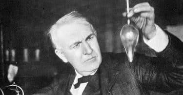 بحث عن توماس اديسون بالمراجع