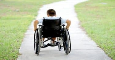 بحث عن ذوي الاحتياجات الخاصة مع المراجع
