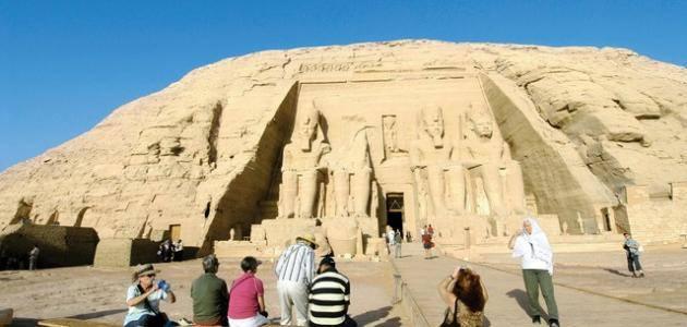 بحث عن مقومات السياحة في مصر doc