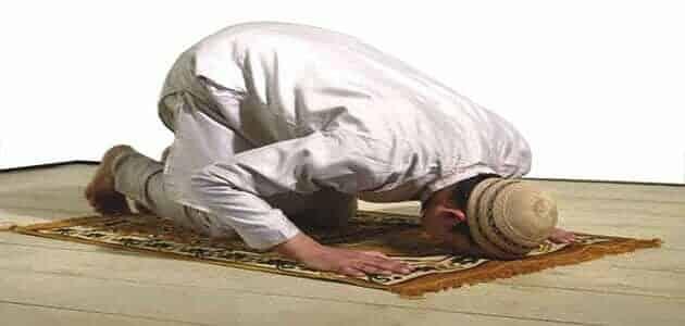 حوار بين ثلاث أشخاص عن الصلاة قصير