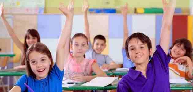 حوار بين طالبتين عن المدرسة قصير